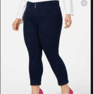 HUE Classic Smooth Denim Capri Black 3XL Denim